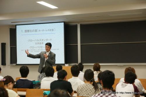 植田教授の話に惹き込まれる模擬授業。時間が経つのを忘れる!