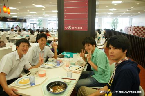 キャンパスツアーを偶然一緒に回った同士で、お昼ごはん中。こういう出会いもあるから楽しい!