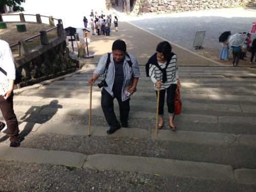 低めの階段が地味に続き、額からは大量の汗が。正直辛かったです