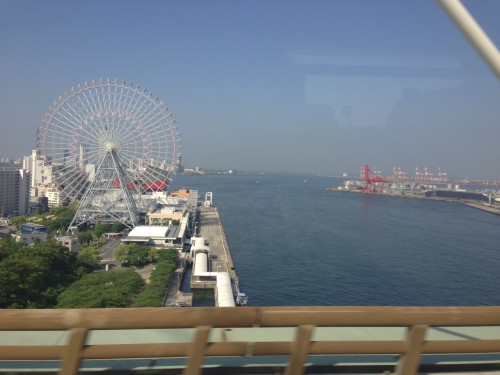 眠りに落ちる前にかろうじて撮れた写真。生駒山を見て育った私は海を見るとテンションが上がります