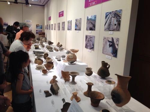銅鐸や高坏など、主に弥生時代から近世の展示物が展示されていました
