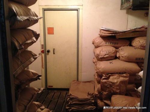 原料を保管している倉庫