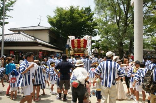 「夏季大祭」が行われていました。法被を着た人がたくさーん!