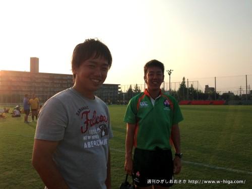 東大阪の顔掲載依頼、学校で人気者となった山本レフリー(左)と、今年からトップリーグの笛を吹く加藤レフリー