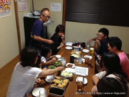 ちとせの2階で、田中さんに説明を受けるunknownのみなさん。