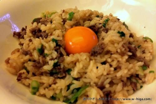 「漢字で書くと肉っぽすぎる」という理由でメニューには「niku meshi」と記入されています。