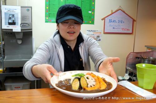 店長の野田さんは、黒にんにくの販売業務も担当されています。黒キャップがかっこいい!