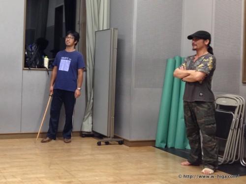 森澤さん(左)が手にしているのは、、、そう今回は殺陣があるのです。
