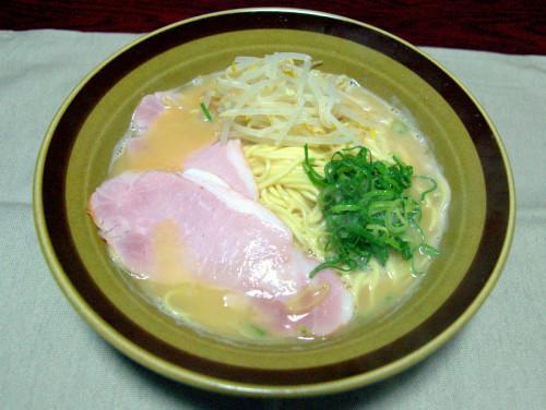 東大阪の最強スープと門真の極上中華麺の絶品コラボ。ハムは冷蔵庫にあったので。