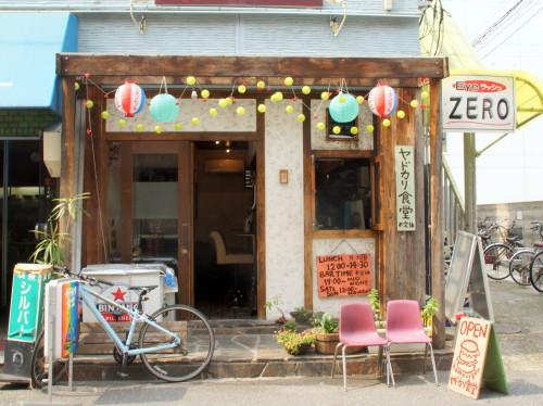 おしゃれカフェな店構えの中に、めくるめくヤドカリワールド。