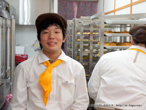 店内は常にメロンパンを焼き続け、大忙し。焼き担当の三反園さんも大忙しです。