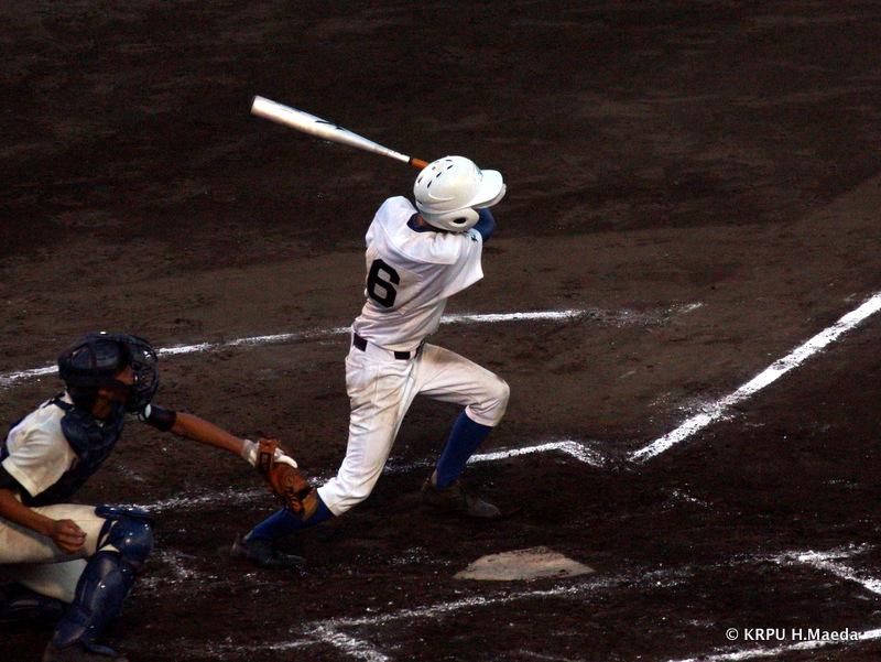1番棚橋もセンター前へ。球に逆らわずに打ち返すのが久保投手攻略のポイント。