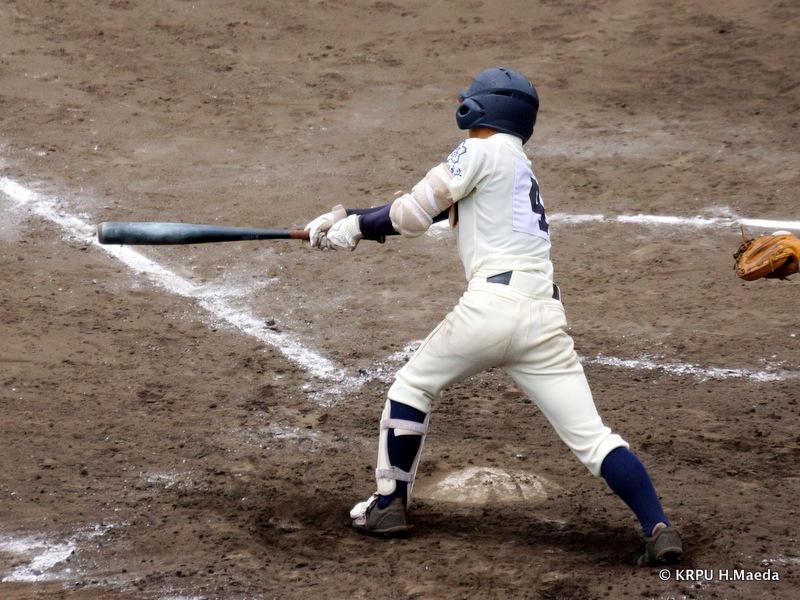 2番金丸選手がファールで粘って出塁。