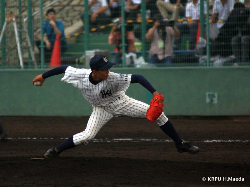 独特のフォームで9回を投げ切った平田。