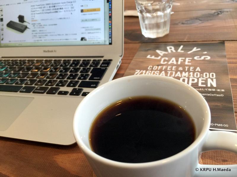 コーヒーを飲みながら、仕事をしたり話をしたり。これって良いカフェの条件だよね。