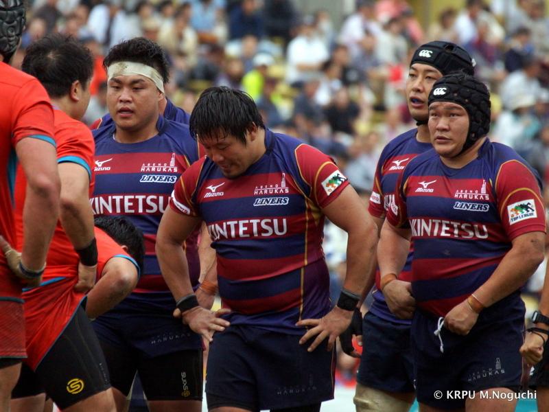 左から、前田、樫本、豊田。ライナーズの1列はスーパーラグビー級?