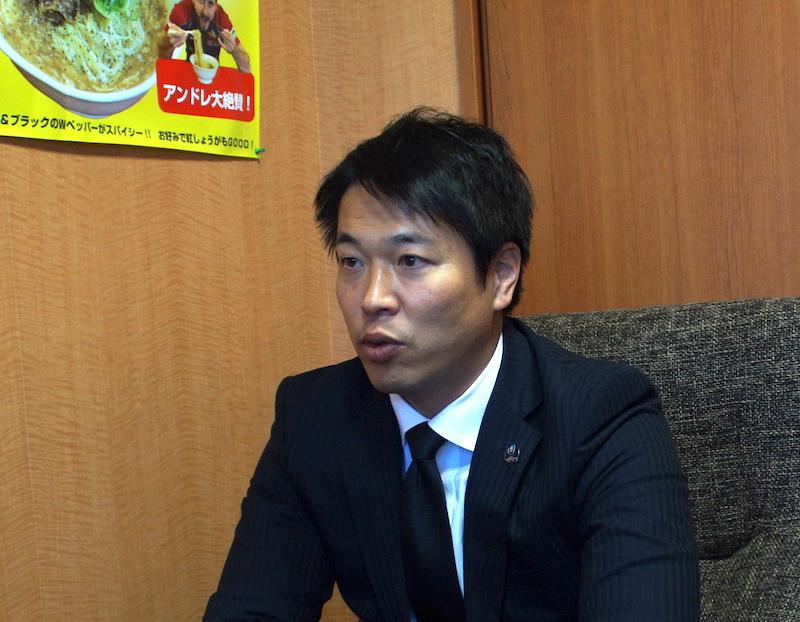 振り返りながらも、来季に向けて展望を語る坪井監督。