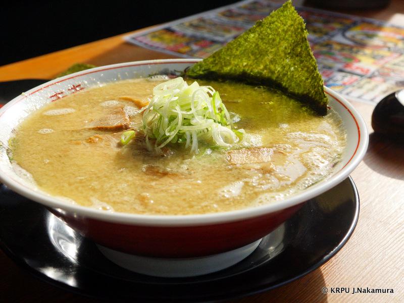 金に輝くスープ。この日はWこってりをチョイス。
