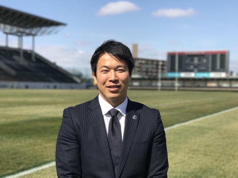 試合後の記者会見では必ず冒頭に、ファンや関係者への謝意を述べた坪井監督。
