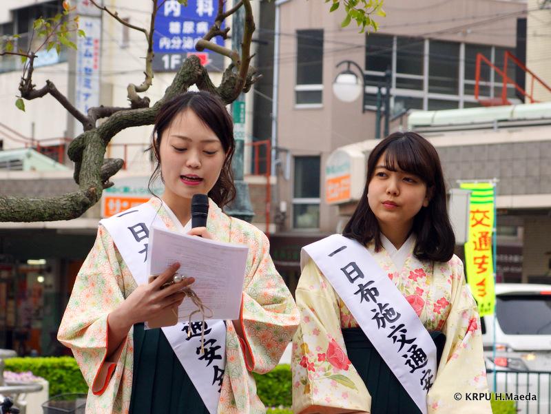 プリンセスの山﨑雛乃さん(左)と準プリンセスの砂川恵未莉さん(右)
