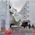 12/17 小阪駅前、解体中のビルでバリケード崩壊事故か 一時通行止めに
